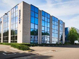 ** RECHTSTREEKS VAN EIGENAAR ** - ASTRID BUSINESS CENTER - Op de 1ste verdieping, 222 m² (netto) heldere kantoorruimte + 78 m² prorata gemee