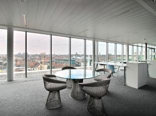 **RECHTSTREEKS VAN EIGENAAR** - Prachtige, op de tiende en elfde verdieping gelegen, volledig gerenoveerde kantoren met indrukwekkend dakterras op de