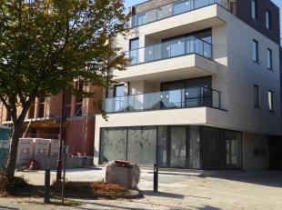 Dit mooi appartement is gelegen in het centrum van Haaltert , naast de bank, apotheek  en op 50 m van bushaltes en winkels. De residentie is kleinscha