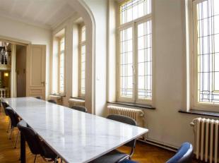 Superbe espace de travail d'un charme incontestable avec hauts plafond, juste à côté du Rond-Point Schuman. Situé au 1er &e