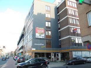 Op wandelfstand van station Gent Dampoort, openbaar vervoer, scholen, voorzieningen en het centrum van Gent vinden we deze studio terug.<br /> De stud