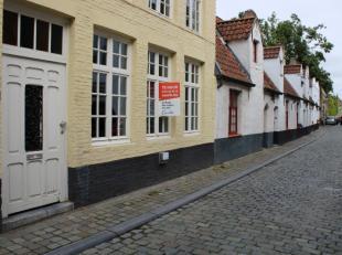 Bent U op zoek naar een toffe stadswoning met 3 slaapkamers met elk hun eigen badkamer? Deze woning is uiterst geschikt voor een koppel of gezin die o