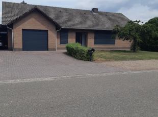 Te Koop: Rustig gelegen gezinswoning te Lozen. Open bebouwing volledig gelijkvloers met zolder, kruipkelder, garage (met smeerput), carport en terras
