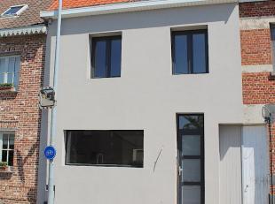 Ruime, luxueuze woning met 4 slaapkamers, 2 badkamers, 3 toiletten en ruime tuin (ca. 260m²).  Degelijke, modern afgewerkte instapklare rijwoning