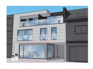 polyvalente handelsruimte van +/- 150m² + ARCHIEFRUIMTE van +/- 42m² in de kelderverdieping + inpandige GARAGE voorzien van geautomatiseerde