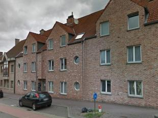 Mooi en comfortabel appartement nabij centrum Dit appartement op de 1ste verdieping bestaat uit: inkomhal, ruime woonkamer (+/- 7 x 4 m), volledig ge&