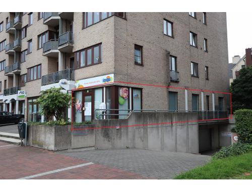 Handelsgelijkvloers te huur in Genk, € 950