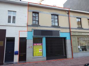 Molenstraat 26 - Handelspand met een mooie etalage, goed gelegen vlakbij Shopping 1 en 2. <br /> <br /> De handelsruimte aan de Molenstraat is 160m2 g