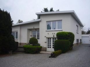 Hasseltweg 120 - Ruime gezinswoning met 4 slaapkamers, 2 badkamers en 2 garages op een zeer gunstig gelegen perceel van 8a 83ca…  Ook mogelijkheden al