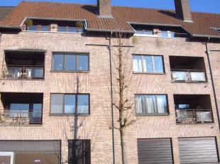 Fijn gelegen appartement van 99m2 op de 3de verdieping met 2 slaapkamers, terras, kelderberging en ondergrondse autostaanplaats.<br /> <br /> Het ap