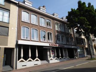 Pastoor Raeymaekersstraat 25 bus 21 - Ruim appartement met 2 slaapkamers.<br /> <br /> In het centrum van Genk vinden we op de tweede verdieping dit