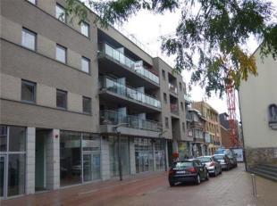 Mooi groot modern appartement te koop . Gelegen in het centrum van Genk en op een wandelafstand van de verschillende shoppingcentra .Indeling : 4 slaa