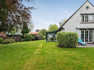 """Charmante en stijlvolle villa - gelegen in een rustige en residentiële wijk vlakbij """"The Britisch School"""" en het centrum van Tervuren - op een pe"""