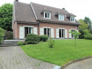 Charmante villa gelegen in het centrum van Overijse op een terrein van +/-20are gelegen met een bewoonbare oppervlakte van +/-250m²: inkomhal + a