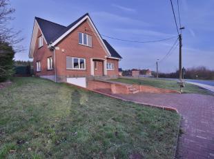 Agréable maison rénovée - endroit calme près des champs - cette villa est composée: d'un hall d' entrée - sa