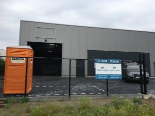 256m² magazijn +kantoor<br /> Ligging: aan de zuiderring , dichtbij de verbindingen met E314 en E 313<br /> Specificaties magazijn: 5m vrije ho