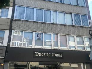 Dit gezellig appartement met 4 slaapkamers is gelegen in het hartje van Genk centrum. In de zeer nabije buurt kan je heerlijk gaan shoppen. Je vindt e