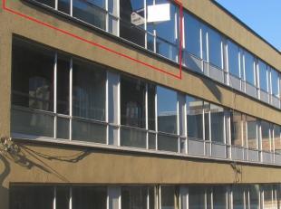 Zeer gunstig gelegen, in het centrum van Genk vinden we dit prachtig afgewerkt appartement met een bewoonbare oppervlakte van 95m² terug.Ingedeel