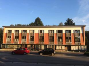Het appartement is één van de negen in het gebouw. Het appartementsblok is voorzien van een gemeenschappelijke tuin.De stalensstraat sta