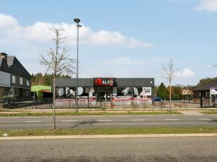 TOP LOCATIE De Hasseltweg gekend om zijn uitstekende ligging en bedrijvigheid is DE ideale ligging om een kleinhandel uit te voeren. Dit handelspand b
