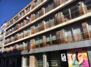 Het appartement is gelegen in het hartje van Genk centrum op de 3de verdieping van residentie Molenvijver en heeft een woonoppervlakte van 80 m².