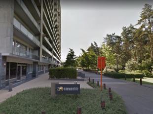 Aan de rand van het centrum van Genk vinden we dit gezellig appartement te Residentie Zonneweelde terug. Deze residentie is gelegen op het hoogste pun