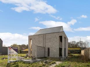 Halfopen bebouwing in het rustig gelegen residentiële buurt Wurfeld, op ongeveer 2 km van het centrum. De Fraipontweg is een nieuwe straat en nog