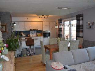 Situé en centre ville et à deux pas de toutes les commodités, cet appartement de standing offre beaucoup d'atouts: style, confort