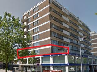 Genk-centrum (Hoek Dieplaan/Centrumlaan)<br /> Residentie Rubens -  2e verdieping<br /> Indeling:<br /> Hall, living en aparte keuken met aansluitend
