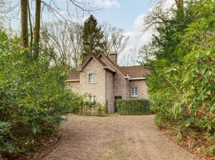 Deze instapklare villa met tijdloze gevel ligt in Kapellenbos, op een boogscheut van het bruisende Heide, met winkels, eetgelegenheden, treinstation,