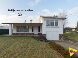In een rustige straat gelegen, maar op een boogscheut van centrum Heusden ligt dit leuke huis op een grond van ongeveer 8,5 a. Een splitlevel heeft al
