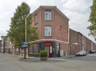 Dit appartement is op 10 minuten wandelafstand van het centrum van Mechelen en is gelegen vlakbij de E19, R6, warenhuizen (Aldi, Delhaize, Colruyt,..)