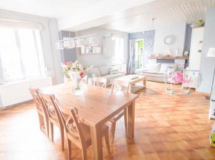 FAIRE OFFRE APD 165.000 EUROS. Située à Souvret sur lentité de Courcelles, très belle maison 3 façades comprenant 4