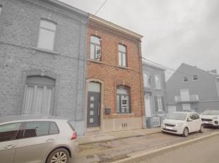 Située à Châtelineau, proche de toutes commodités (transports, commerces, écoles,..), voici une charmante maison 3 f