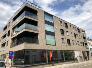 Appartement gelegen pal in het centrum aan het Kerkplein. Twee slaapkamers met ingerichte keuken en badkamer. Tevens ondergrondse garages. Terras aan