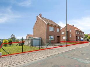 Vrijstaande op te frissen woning gelegen in het rustige dorpje Gellik, op slechts enkele km's van de Nederlandse grens en het centrum van Lanaken. De