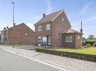 Halfvrijstaande op te frissen woning gelegen in het rustige dorpje Gellik, op slechts enkele km's van de Nederlandse grens en het centrum van Lanaken.