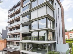 Dit woonverdiep van 146m² is gelegen op de 4de verdieping van Residentie Pierre Henri, in het centrum van Genk. Exclusief en luxueus wonen in all