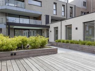 Dit luxueus afgewerkte appartement van 222m² is gelegen in het centrum van Hasselt, vlakbij de belangrijkste invalswegen. Het appartement is zeer