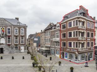 Dit historische gebouw is gelegen op de markt van Tongeren. Het opbrengsteigendom is ingericht met een verhuurde handelsruimte, 2 appartementen (66m&s