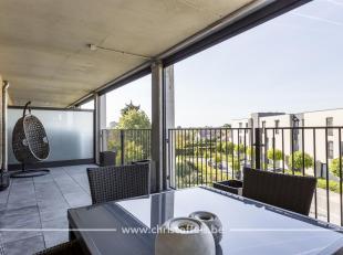 Dit recent appartement (95m²) is gelegen op de 2de verdieping van Residentie Maas Staete. Dit doorzonappartement heeft een ruim, westelijk geori&