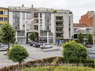 Dit appartement (142m²) is gelegen op de eerste verdieping van residentie Iduna, in het hartje van Lanaken centrum. Het appartement beschikt over
