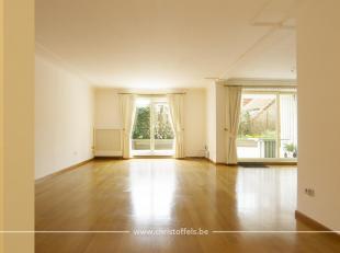 Dit appartement is gelegen op de eerste verdieping in het centrum van Lanaken. De oppervlakte van 153m² omvat 3 slaapkamers, 2 badkamers en een r
