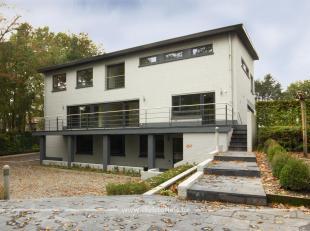 Dit kantoorgebouw van 520m² is centraal gelegen langs een doorgangsweg, een ideale zichtlocatie vlakbij het centrum van Genk! Het pand werd in 20