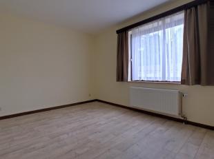 Appartement lumineux en plein centre de Arlon, il est proche de la gare, des commerces, des écoles, administrations, ... Il se situe au rez-de-