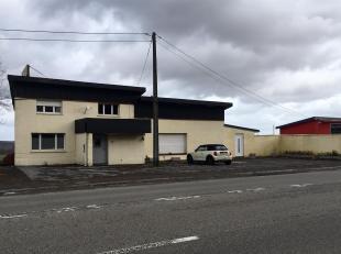 Espace commercial à usage mixte situé sur la route du Luxembourg en direction de Steinfort.Le bâtiment se compose d'un appartement