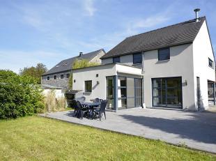HONESTY vous propose cette belle villa tout confort située dans le petit village de Belvaux, sur la commune de Rochefort. Elle se compose comme