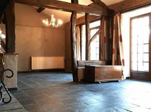 HONESTY vous propose cette maison authentique et pleine de charme avec ses boiseries apparentes dans l'ensemble des pièces.Elle se compose d'un