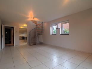 Honesty vous propose ce spacieux duplex sis au rez-de-chaussée d'une résidence de standing. Situé côté jardin,  il s
