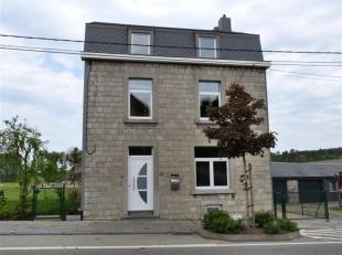 Honesty vous propose cette coquette maison 4 façades en pierres entièrement rénovée  à Han-sur-Lesse. La maison se